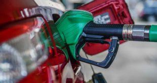 Benzinin litre fiyatında gece yarısından geçerli olmak üzere 11 kuruş zam geldi.